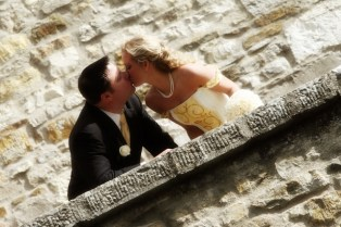 A romantic kiss in a balcony of the Castle