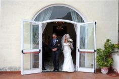 Bride arrives at the town hall of Positano