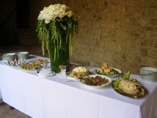 Table arrangements for a cocktail time