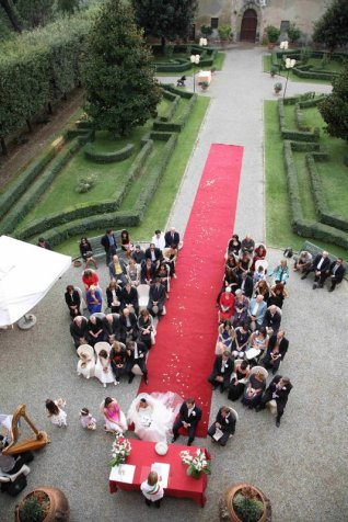 Tuscan Castle near S. Gimignano for outdoor wedding ceremonies