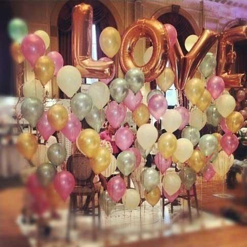 Glossy balloons backdrop