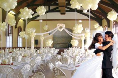 white-balloons-reception