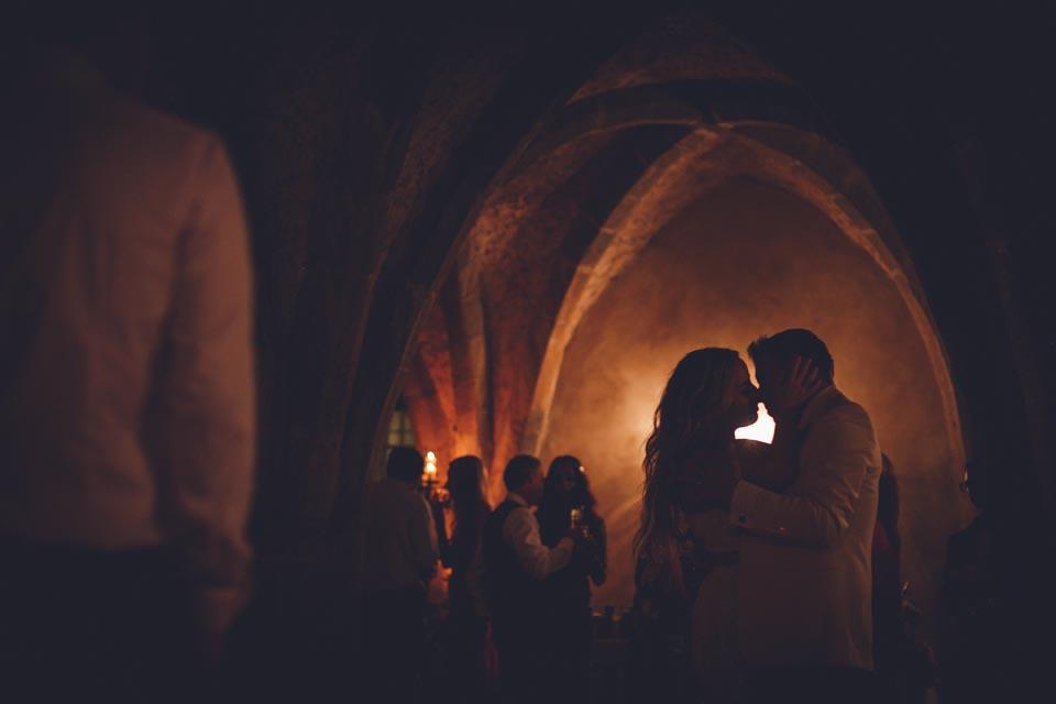 Romantic dance of the bridal couple at Villa Cimbrone
