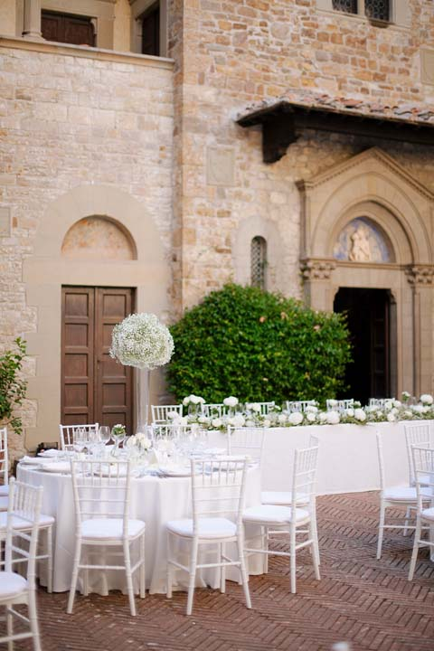 Outdoor wedding dinner at Il Palagio
