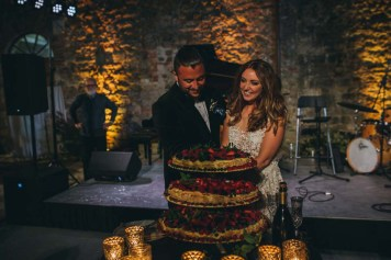 Cutting of the cake in a Tuscan castle