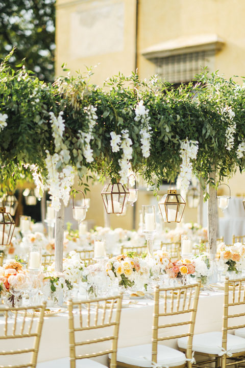 Garden wedding banquet in Tuscany