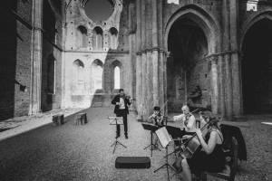 tuscany-wedding-san-galgano-mimi-and-decker-0022