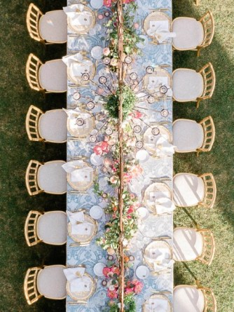 Tablescape of a wedding banquet in a Tuscan Villa