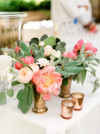 Pastel flowers for wedding cocktail