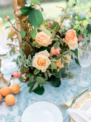 Peach roses for Tuscany wedding reception