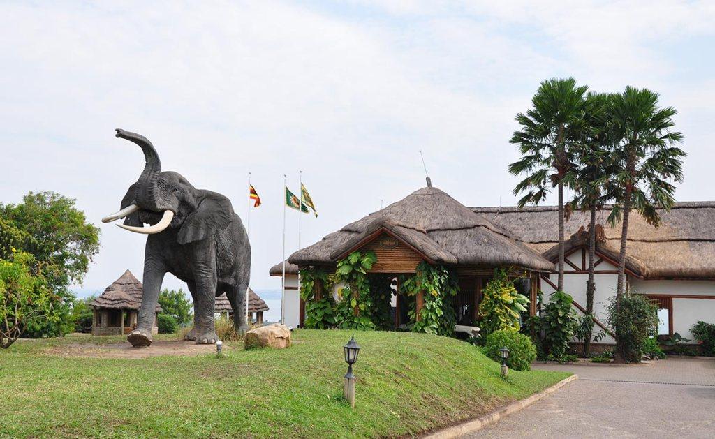 Mweya Safari Lodge in Queen Elizabeth NP