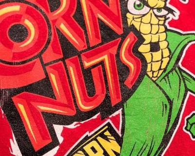 TEE SHIRT – GILDAN – MANCHE COURTE ROUGE CORN NUTS – Size XL