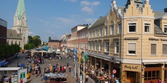 STIKKORD: Kristiansand, Vest- Agder, sørlandet, Nedre Torv, torv, Domkirken, restauranter, butikker