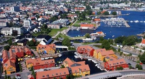 STIKKORD: Kristiansand, Gravane, Fiskebrygga, Østre Havn, sentrum, flyfoto, luftfoto, Gjestehavna, sommer, sjø, sørlandet