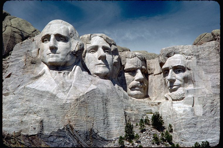 800px-mount_rushmore_national_memorial_moru2006
