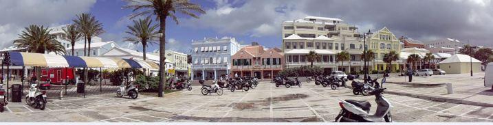 Click to view a panoramic pic of Hamilton, Bermuda