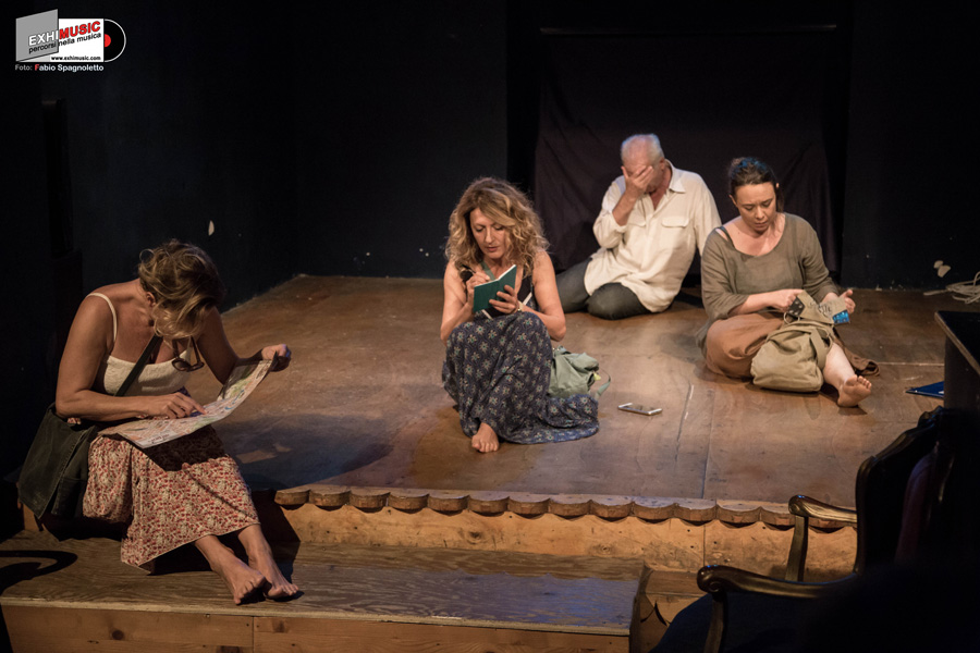 """Foto gallery dello spettacolo: """"CHI"""" al Teatro Ivelise di Roma - 13 Ottobre 2018. Foto di Fabio Spagnoletto"""