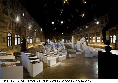 Zaha Hadid - veduta  dell'allestimento al Palazzo della Ragione, Padova 2009