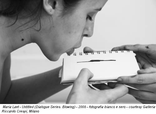 Maria Laet - Untitled (Dialogue Series. Blowing) - 2008 - fotografia bianco e nero - courtesy Galleria Riccardo Crespi, Milano