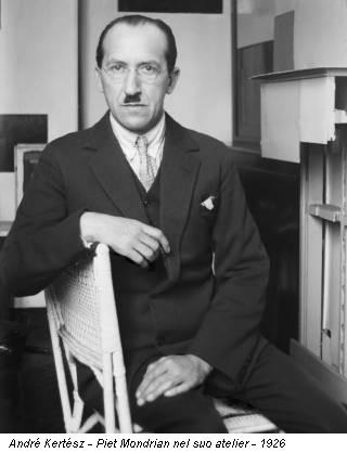 André Kertész - Piet Mondrian nel suo atelier - 1926