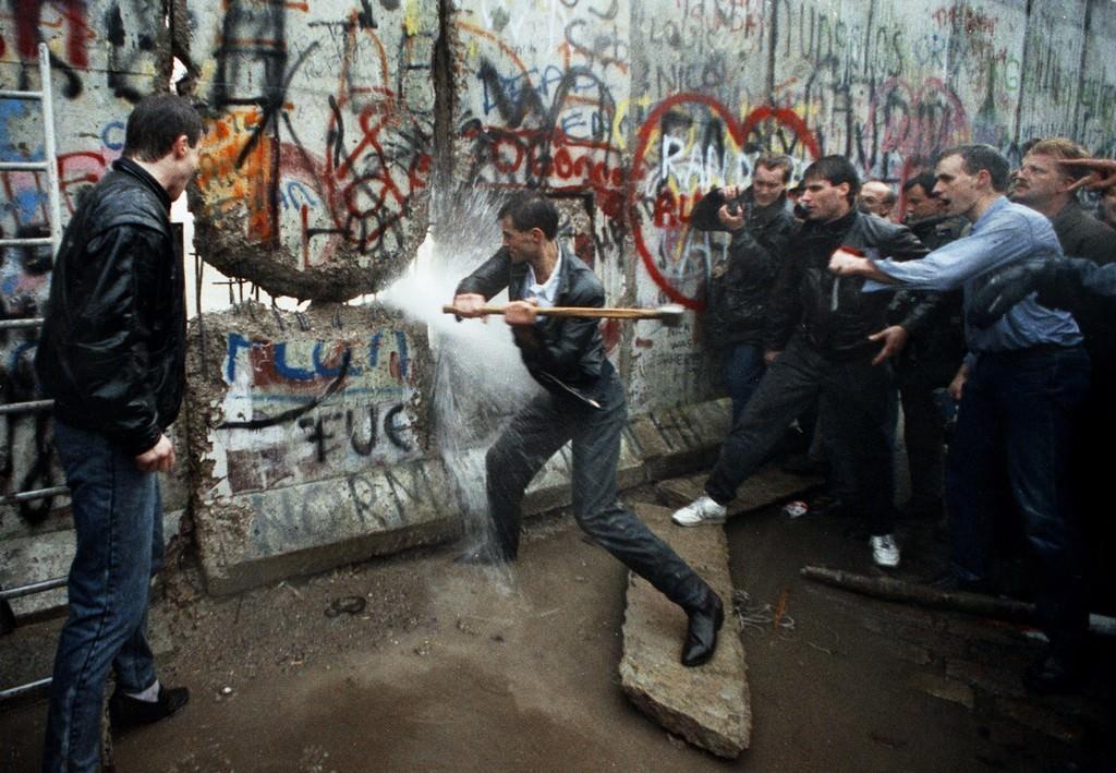 abbattimento muro di berlino
