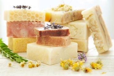 Dlaczego warto sięgać po mydło naturalne