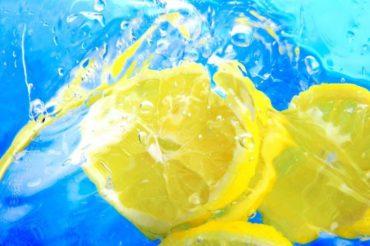 Woda z cytryną – 5 powodów dla których warto pić