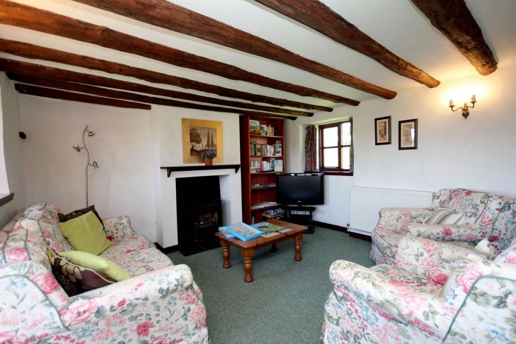 Upton cottage, West Withy Farm, lounge