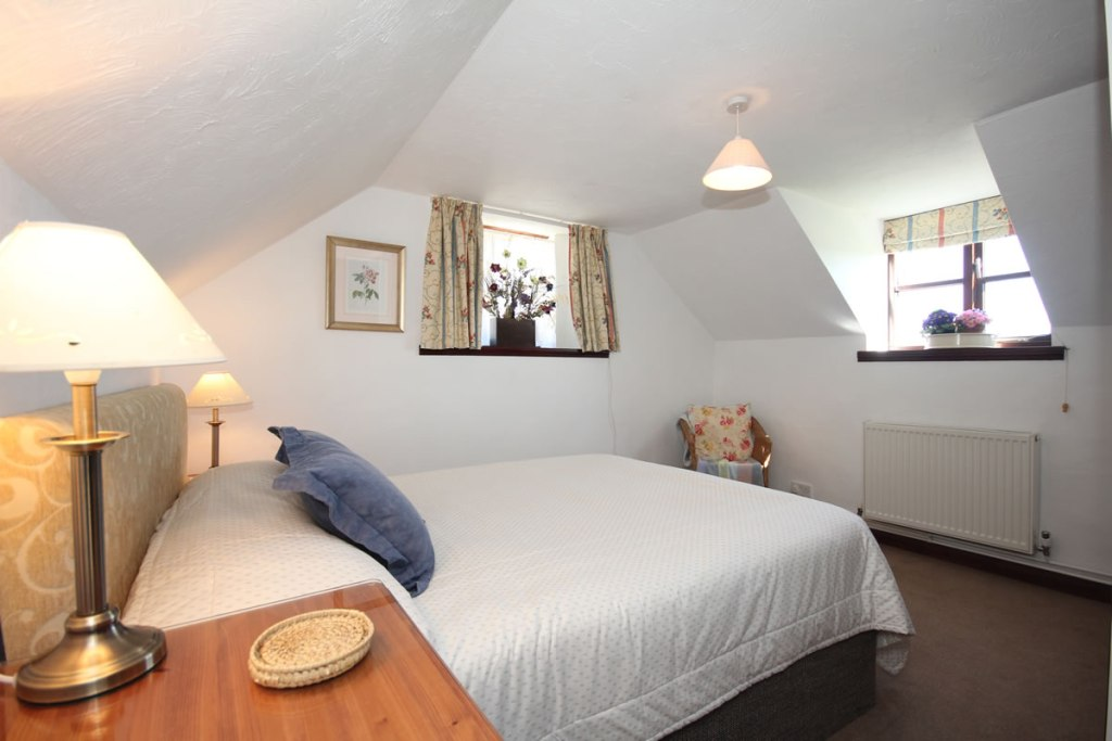 Upton cottage, West Withy Farm, master bedroom