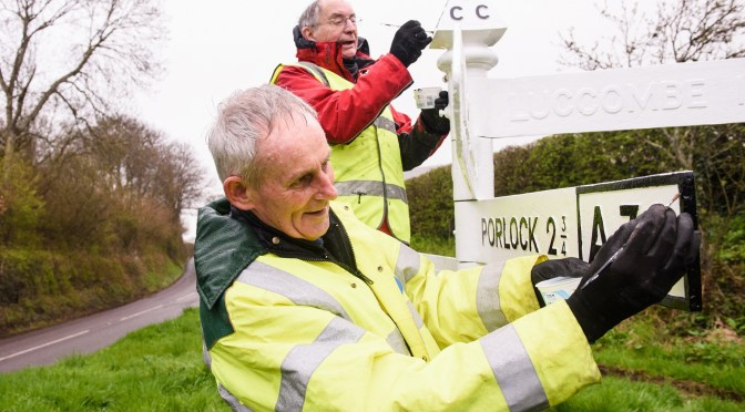 VOLUNTEERS FLOCK TO HELP REVAMP HISTORIC EXMOOR SIGNPOSTS