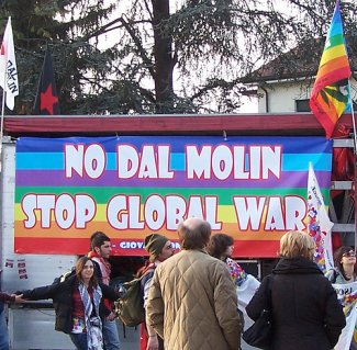 Protest in Vicenza, Italy against the US Dal Molin base (Photo: obbino via flickr)