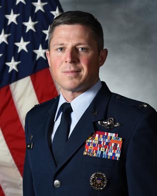 Космические силы рекрутируют командира спецназа, чтобы возглавить Космический десант с антигравитационным космическим кораблем Gen-Michael-Conley