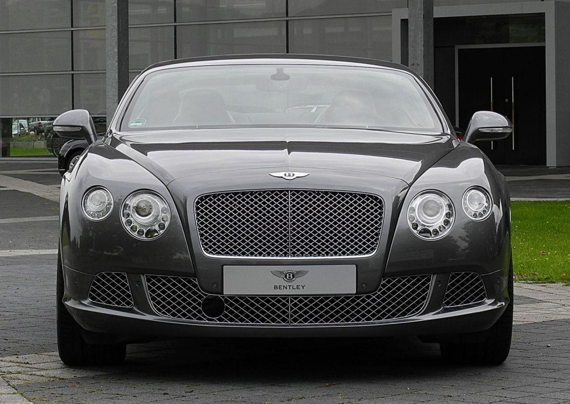 Bentley_Continental_GT_(II)_–_Frontansicht,_30._August_2011,_Düsseldorf