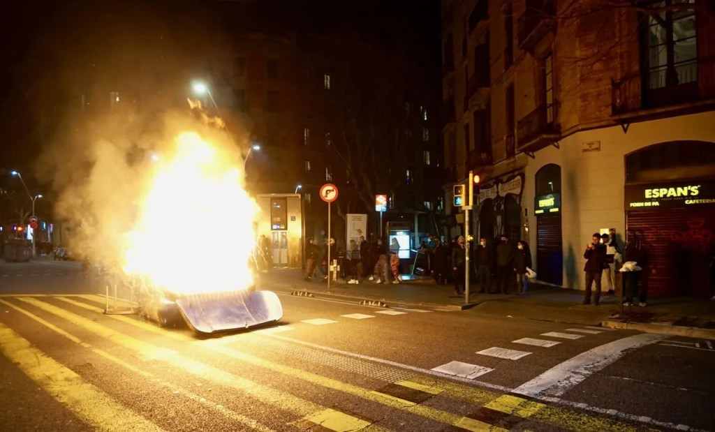 burning barricade pablo hasél riots barcelona