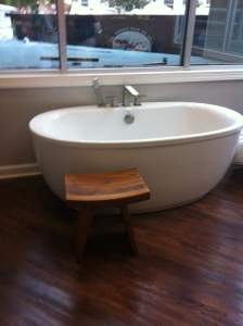 Labor tub at Baby+Co birth center. Photo credit: Sherly Lopez.