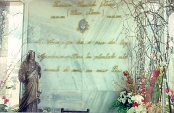 Detalhe do túmulo de Chico Xavier no cemitério de Uberaba (foto original)