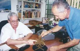 Hernani Guimarães Andrade, pesquisador, e Wladimir Sanchez.