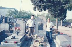 Jorge Rizzini e Pironneau visitam o túmulo de Leon Denis, em Tours.
