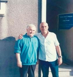 Jorge Rizzini e Roger Perez na porta da União Espírita Francesa, 1990.
