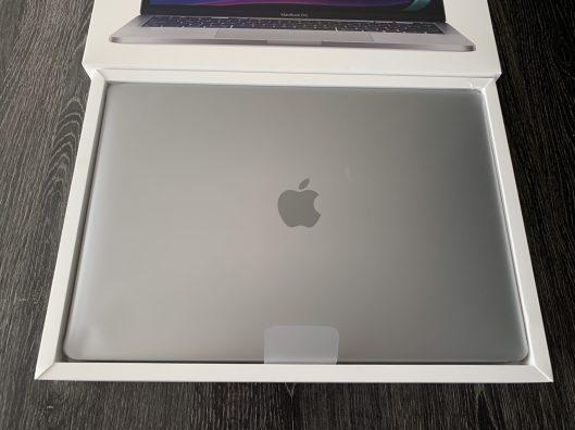 MacBookM1_Unboxing_03