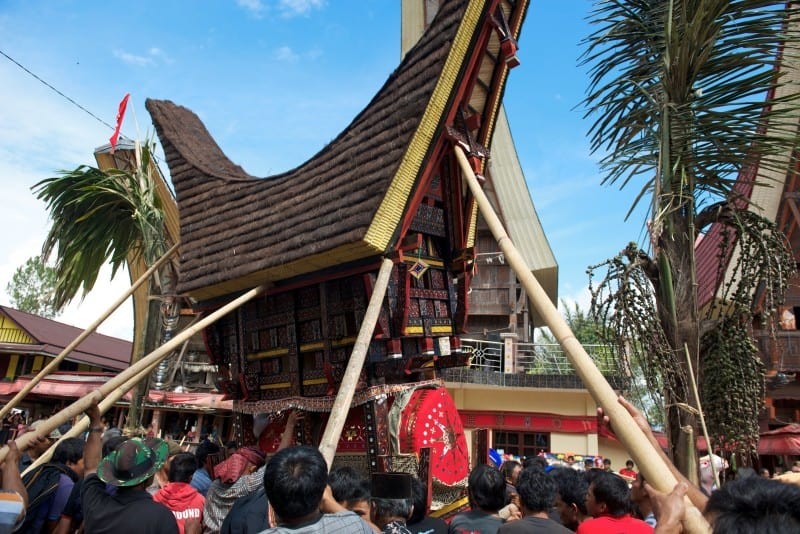 Sulawesi Malakiri Village Funeral - Manhandling Duba-Duba