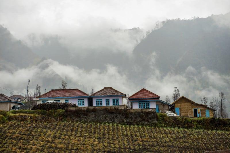 bromo-village-rain-4