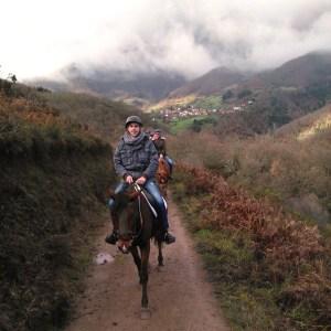 Rutas a caballo por la Sierra de Boria en San Vicente de la Barquera