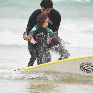 Curso de surf en la Playa de Berria en Cantabria