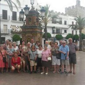 Grupo de personas visitando con Bahía de Cádiz Incoming Vejer de la Frontera
