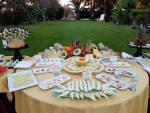 Mesa con comida en el Cortijo de Frias en Jerez de la Frontera