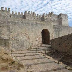 Escalinata al Castillo de Tarifa en Cádiz