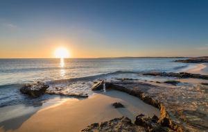 Sol en la Playa de Es Figueral en Santa Eulalia en Ibiza