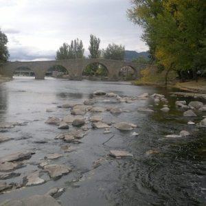 Puente románico en Navaluenga