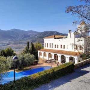 Edificio principal del hotel Villa de Laujar en Almería
